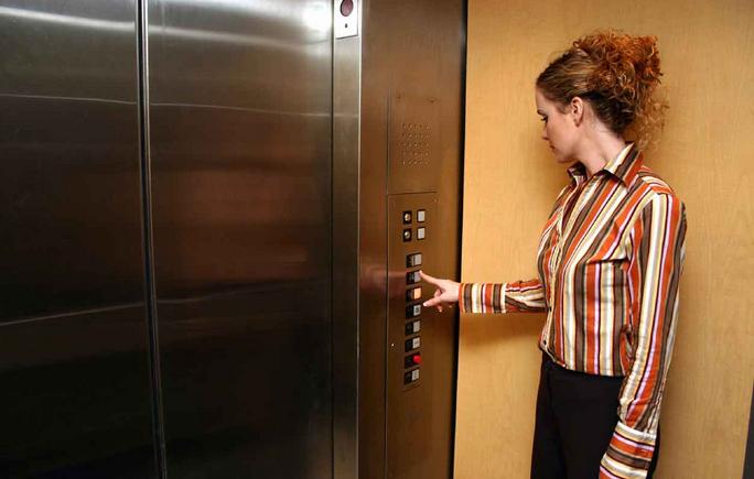những lưu ý khi sử dụng thang máy gia đinh