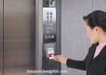 Sử dụng thẻ từ thang máy gia đình