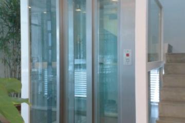 Thang máy vách kính