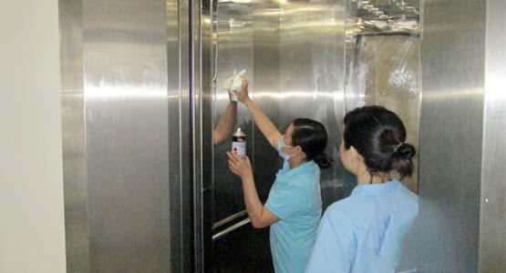 Vệ sinh thang máy