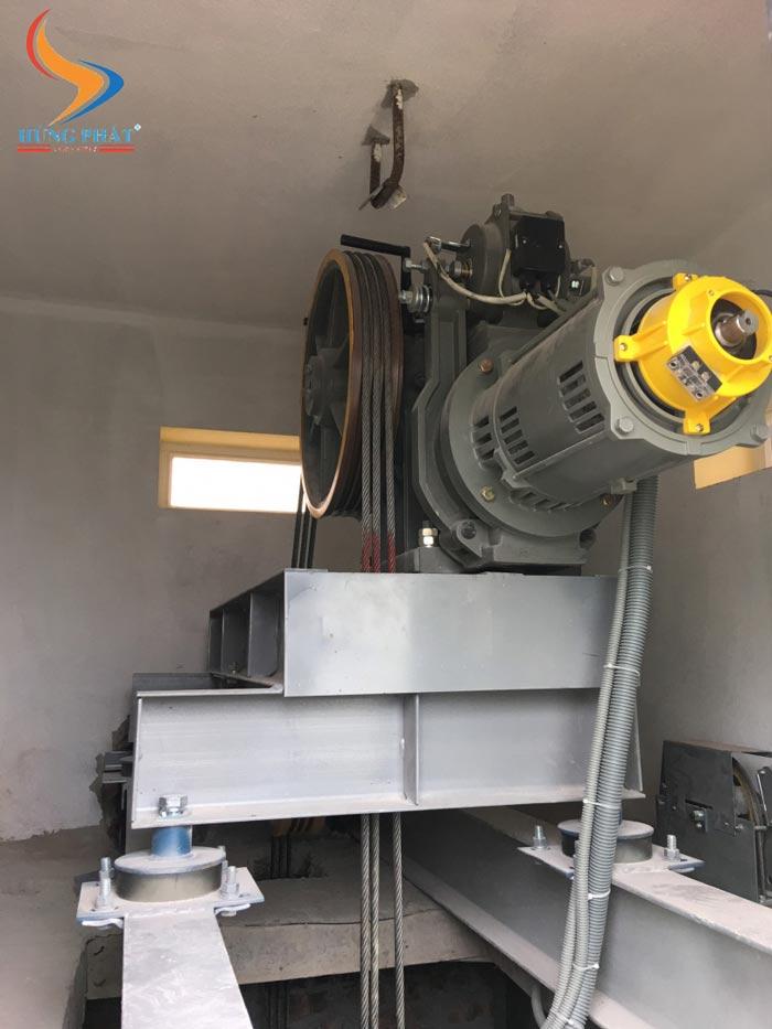 Cận cảnh động cơ thang máy mitsubishi